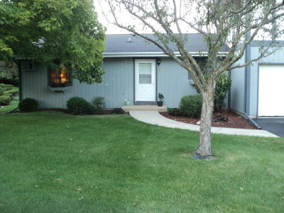 Ozaukee County Condo/Townhouse Active Contingent With Offer: W71n896 Harrison Ct