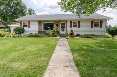 Watertown Single Family Home Active Contingent With Offer: 813 W Division St