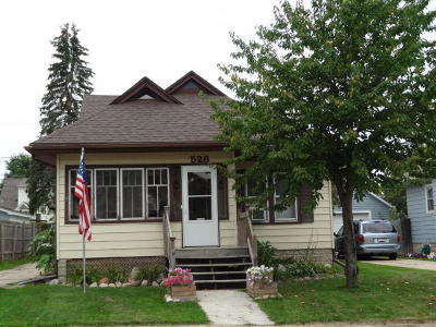 West Bend Single Family Home For Sale: 528 S Indiana Ave