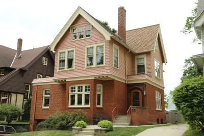 Milwaukee Single Family Home For Sale: 2967 N Hackett Ave