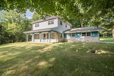 Mukwonago Single Family Home Active Contingent With Offer: S86w27825 Hartwig Ave