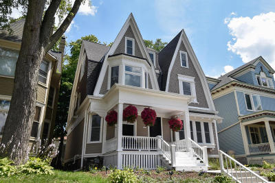 Milwaukee Single Family Home Active Contingent With Offer: 2856 N Stowell Ave