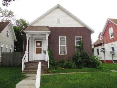 Racine Single Family Home For Sale: 609 N Memorial Dr