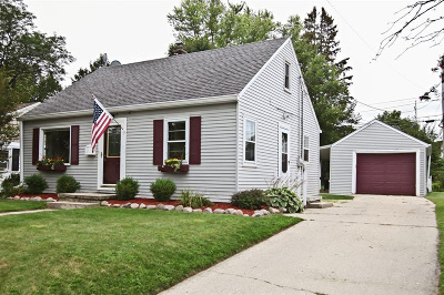 West Bend Single Family Home For Sale: 656 Pennsylvania Ave