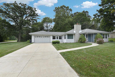 Hales Corners Single Family Home Active Contingent With Offer: 5275 S Allenwood Ln