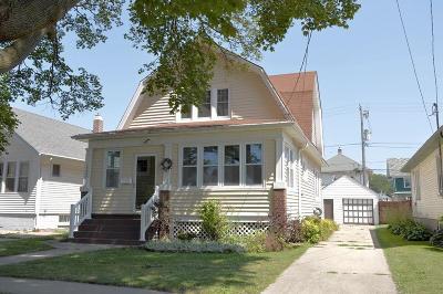 Kenosha Single Family Home For Sale: 6627 31st Ave
