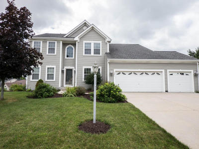 West Bend Single Family Home For Sale: 1531 Highlandview Dr