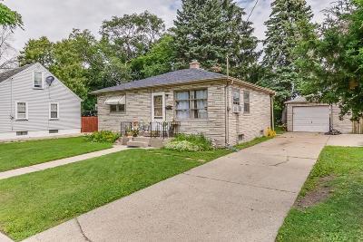 Kenosha Single Family Home For Sale: 5907 35th Ave