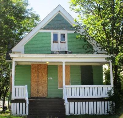 Milwaukee Single Family Home For Sale: 2451 W Keefe Ave