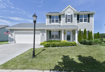 Waukesha Single Family Home Active Contingent With Offer: 3830 Creekside Dr