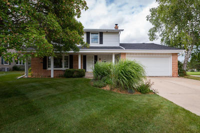 Greendale Single Family Home Active Contingent With Offer: 5090 Saxony Ln