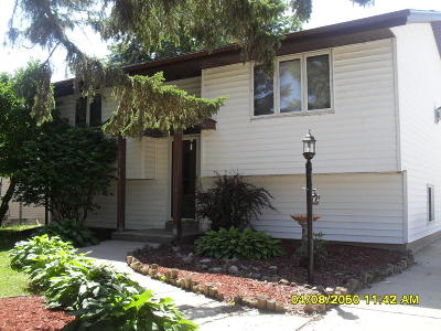 Racine Single Family Home For Sale: 6930 Surrey Ln