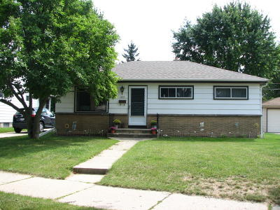 Milwaukee Single Family Home Active Contingent With Offer: 4835 W Norwich Ct