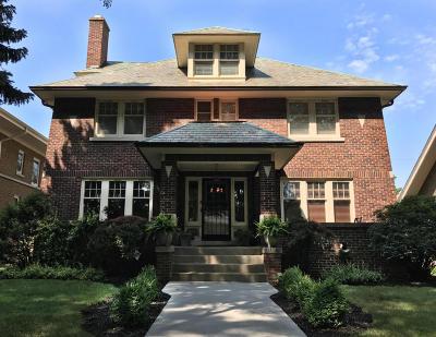 Milwaukee Single Family Home For Sale: 2525 N Grant Blvd