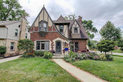 Milwaukee Single Family Home For Sale: 703 E Lexington Blvd