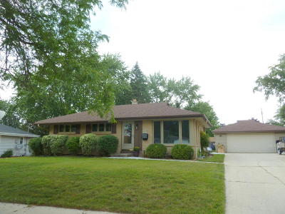 Menomonee Falls Single Family Home Active Contingent With Offer: W150n8302 Saxony Dr