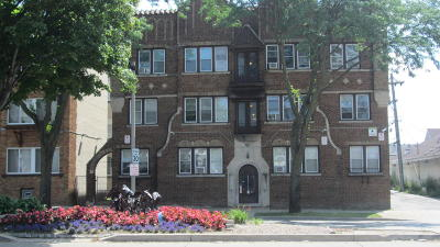 Milwaukee Multi Family Home For Sale: 2613 W Capitol Dr