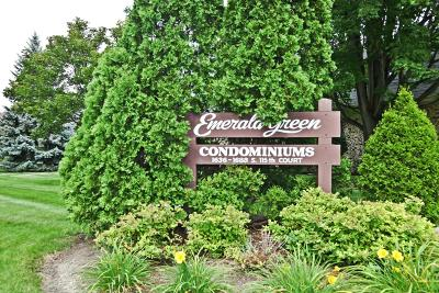 West Allis Condo/Townhouse For Sale: 1636 S 115th Ct #4