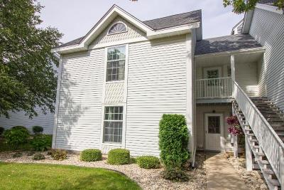 Racine County Condo/Townhouse Active Contingent With Offer: 300 Foxwood Dr #135