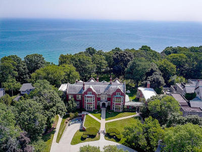 Milwaukee Condo/Townhouse Active Contingent With Offer: 3318 N Lake Dr