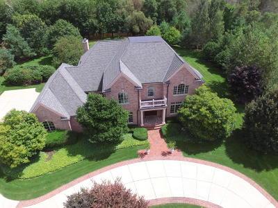 Ozaukee County Single Family Home For Sale: 1562 Cedar Creek Pkwy