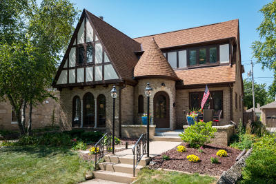 Milwaukee County Single Family Home For Sale: 5521 N Santa Monica Blvd