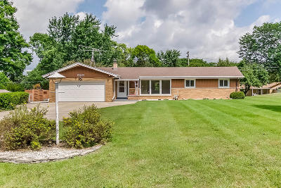 Brookfield Single Family Home Active Contingent With Offer: 15230 Hackberry Ln