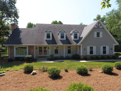 Brookfield Single Family Home Active Contingent With Offer: 16135 Woodstock Ct