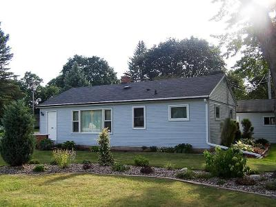 Brookfield Single Family Home Active Contingent With Offer: 1045 S Calhoun Rd