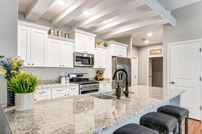 West Bend Condo/Townhouse Active Contingent With Offer: 318 Woodford Dr