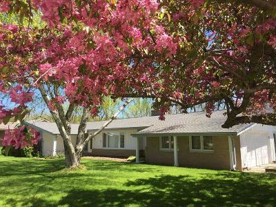 Racine Single Family Home For Sale: 5411 Whirlaway Ln