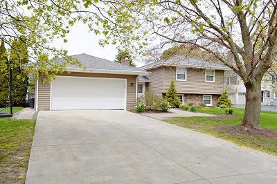 Racine Single Family Home For Sale: 3711 N Bay Dr
