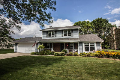 Mequon Single Family Home For Sale: 9212 W Stanford Ct