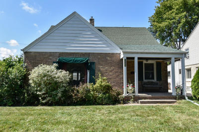 Glendale Single Family Home For Sale: 5619 N Milw River Pkwy