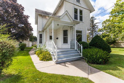 Waterloo Single Family Home For Sale: 736 E Madison St