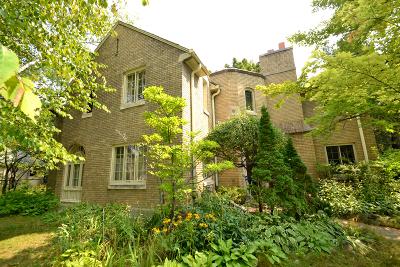 Shorewood Single Family Home For Sale: 2600 E Menlo Blvd