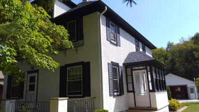Single Family Home Active Contingent With Offer: 206 Kettle Moraine Dr N