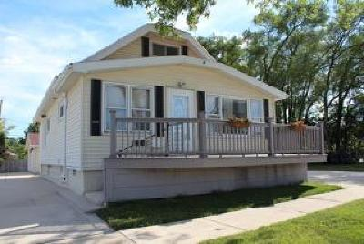 West Allis Single Family Home Active Contingent With Offer: 8427 W Schlinger Ave