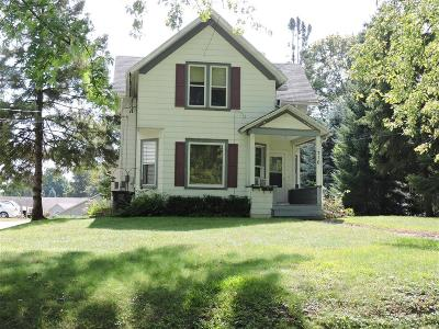 Lake Mills Single Family Home For Sale: 716 Mulberry St