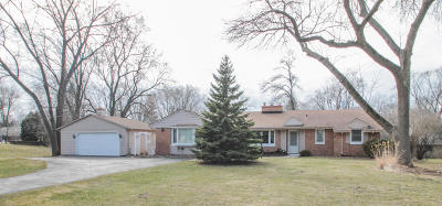 Brookfield Single Family Home Active Contingent With Offer: 405 N Park Blvd