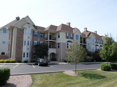 Menomonee Falls Condo/Townhouse Active Contingent With Offer: N74w13737 Appleton Ave #301