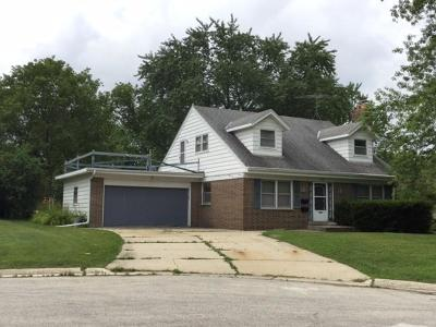 Greendale Single Family Home For Sale: 4659 Sterling Ct