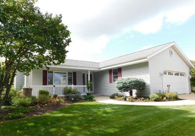 Menomonee Falls Single Family Home Active Contingent With Offer: W154n7691 Pheasant Ln