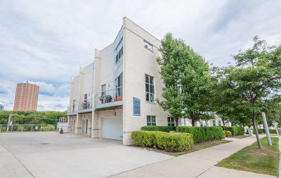 Milwaukee County Condo/Townhouse For Sale: 2166 N Commerce St