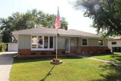 Ozaukee County Single Family Home Active Contingent With Offer: 826 7th Ave