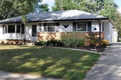 Greendale WI Single Family Home For Sale: $200,000
