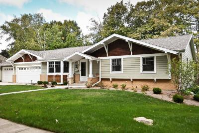 Ozaukee County Single Family Home Active Contingent With Offer: N61w5416 Edgewater Dr