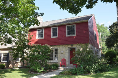 Milwaukee County Single Family Home Active Contingent With Offer: 9024 Stickney Ave
