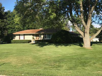 Waukesha Single Family Home Active Contingent With Offer: 22151 Hillcrest Dr