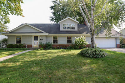Ozaukee County Single Family Home For Sale: N77w7063 Oak St